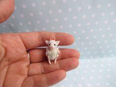 Spielzeug SCHÄFCHEN Toy für RealPuki BJD Puppe OOAK  3,3 cm miniatur Handmade for Real Puki Pukifee doll Fairyland von NiceMiniThings auf Etsy