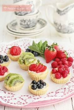 These easy mini Fruit Tarts start with a sugar cookie cup and are filled with a no bake cheesecake and topped with fresh berries and a lime glaze. Make them easy by starting with a prepared sugar cookie dough! Mini Desserts, Just Desserts, Delicious Desserts, Dessert Healthy, Sugar Cookie Cups, Soft Sugar Cookies, French Yogurt Cake, Dessert Crepes, Key Lime Cheesecake