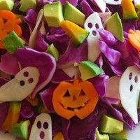 I love Halloween♡ So I made Halloween Salad with purple cabbage (*^^*) Yummy♪