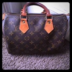 Louis Vuitton Speedy 25 100% authentic Good condition.. Patina from normal use. No rips or tears.. Comes with lock and key. Bag was kept up nicely..will throw in a free base shaper so bag won't sag at bottom.. Date code FH1902... 100% Authetic Louis Vuitton Bags Satchels
