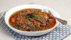 Det er smart å lage oksegryten på forhånd, sier Lise Finckenhagen. Kanskje du skal på ferie og vil ha noe godt på bordet uten for mye arbeid? Ta med den ferdig kokte kjøttgryten, da er det bare å varme opp. Frisk, Diy Food, Food Styling, Food Inspiration, Bon Appetit, Stew, Tapas, Meal Prep, Chili