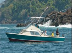 First introduced in 1961, the Bertram 31 was an overnight success and is still popular today #sportfishing #classic #yacht