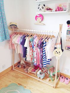 Clothing rail from www.suchgreatheights.com  Open closet idea for kids. Ask them to organize their clothes by colors or by seasons to make the organizing process a game.