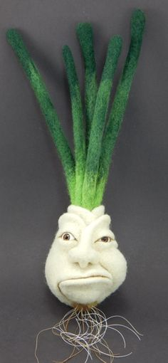 angry onion - needle felting from Terese Cato. Great idea for a puppet Wet Felting, Needle Felting, Felt Ball Rug, Felt Puppets, 3d Figures, Felted Wool Crafts, Felting Tutorials, Vintage Crafts, Handmade Felt