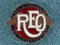 RadiatorEmblems: The 20 most beautiful car emblems of the world Car Badges, Car Logos, Retro Cars, Vintage Cars, Logo Autos, Company Badge, Spinning Wheels, Car Ornaments, Star System