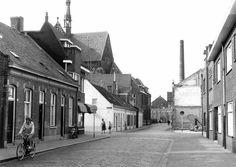 1960 - Lange Schijfstraat nu Noordhoekring. Links de Elzenstraat en rechts de Fabriekstraat. Op de achtergrond de Noordhoekse Kerk. De meest panden zijn afgebroken i.v.m de komst van de Noordhoekring.