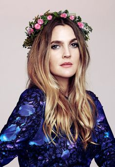 Drew Barrymore - Drew Barrymore is an Actress, Producer and model. Barrymore captured audiences' hearts at age 7 with her role in E. Barrymore Family, Drew Barrymore Hair, Fall Hair Colors, Cute Hairstyles, 2000s Hairstyles, Haircuts, Girl Crushes, New Hair, Hair Inspiration
