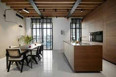 Valcucine keuken met Miele apparatuur Flat Interior, Conference Room, Divider, Architecture, Table, Furniture, Home Decor, Interiors, Flats