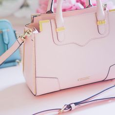 I've been carrying this #beauty everyday with no regrets and I am still so in love  #rebeccaminkoff #bagobsessed #pink #thepursediaries