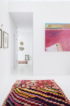 :: Patterns + Pinks :: gorgeous and unique Vintage Moroccan Azilal rug brightens up a neutral entryway ✨ tigmitrading.com