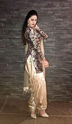 KIRAN DHALIWAL Salwar Designs, Patiala Suit Designs, Blouse Designs, Punjabi Dress, Pakistani Dresses, Indian Dresses, Indian Outfits, Punjabi Suits, Punjabi Fashion