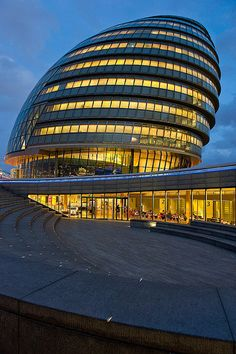 London City Hall is part of Art Museum architecture Natural History - London's city hall building designed by Norman Foster London Architecture, Amazing Architecture, Contemporary Architecture, Architecture Design, Norman Foster, City Of London, Unusual Buildings, Amazing Buildings, Hall Design