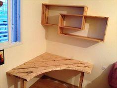 DIY Pallet Desk with Art Style Shelves   101 Pallet Ideas