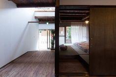 蔟屋 MABUSHI-ya | 空間デザイン事例 | デザイン情報サイト[JDN] Japan Design, Loft, Space, Furniture, Home Decor, Japanese Design, Floor Space, Decoration Home, Room Decor