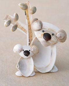 Simpáticas figuras hechas con conchas marinas.