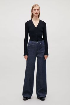 Relaxed Wide-Leg Jeans | Endource Cos Trousers, Trouser Pants, Wide Leg Trousers, Wide Leg Jeans, Trousers Women, High Waist Jeans, Clothes 2018, Casual Outfits, Fashion Outfits