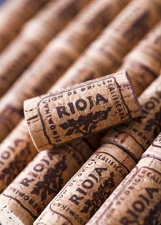 En el Blue Jazz Club contamos con una amplia carta de vinos Denominación de Origen Rioja