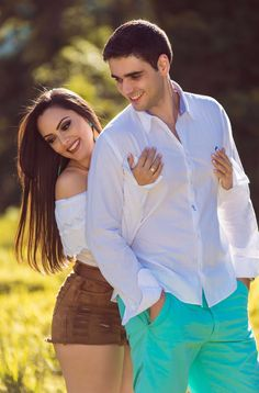 Cute Couple Selfies, Cute Couple Poses, Cute Love Couple, Couple Posing, Photo Poses For Couples, Couple Photoshoot Poses, Pre Wedding Photoshoot, Pre Wedding Poses, Wedding Couple Poses Photography