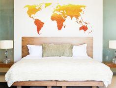 Wandtattoo Weltkarte in gelben und orangenen Farbtönen
