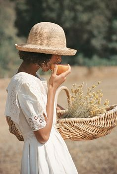 The Raffia Cruiser straw boat hat by Picnic Outfits, Photographie Portrait Inspiration, Fashion Photography Inspiration, Foto Fashion, High Fashion, Vogue Editorial, Fashion Editorial Nature, Summer Aesthetic, Classy Aesthetic