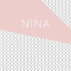 Moderne strak vierkant geboortekaartje met een grafisch geometrisch achtergrond en een vintage oudroze vlak voor een meisje.