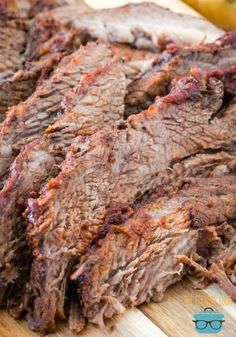 Crock Pot BBQ Beef Brisket - The Country Cook - slow cooker Beef Brisket Slow Cooker, Bbq Beef Brisket Recipe, Brisket Meat, Bbq Meat, Healthy Crockpot Recipes, Beef Recipes, Cooking Recipes, Spinach Recipes, Cooking Tips