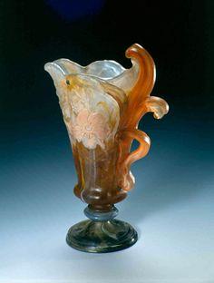 Émile Gallé (1846-1904). Vase Fourcaud. 1904. Cristal triple couche, applications, gravure à la roue. Musée de l'École de Nancy - France