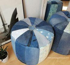 Ich mag Upcyclingprojekte, besonders die mit Jeans. Nach meinem 1. P ouf aus Denim, den ich Ende 2015 genäht habe, kam schnell die Id... Diy Pouf, Moon Goddess, Old Jeans, Textiles, Recycled Denim, Bean Bag Chair, Diy And Crafts, Ottoman, Indigo