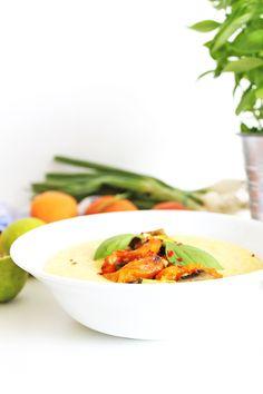 Kokosnusspolenta mit Currygemüse