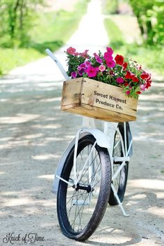 Give a vintage bike a farmhouse makeover! - KnickofTime.net