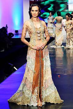 anne-avantie-kebaya pengantin Kebaya Wedding, Hijab Wedding Dresses, Disney Wedding Dresses, Bridal Dresses, Hijab Bride, Kebaya Dress, Batik Kebaya, Batik Dress, Kimono