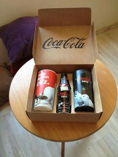 Coca Cola Decor, Coca Cola Can, World Of Coca Cola, Always Coca Cola, Coca Cola Bottles, Pepsi Cola, Coca Cola Addiction, Coca Cola Christmas, Basement Bars