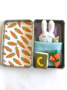 Felt Bunny, Bunny Plush, Easter Bunny, Bunny Rabbit, Felt Diy, Felt Crafts, Diy Crafts, Mint Tins, Altoids Tins