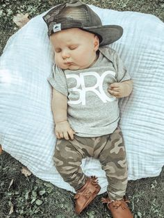 Camo baby trucker hat Baby Club - online baby clothes stores where you can find fashionable baby clothes. There is a kid and baby style here. Source by babyshopclothing boy style So Cute Baby, Cute Baby Boy Outfits, Baby Boy Hats, Cute Baby Clothes, Baby Boy Newborn, Babies Clothes, Newborn Boy Clothes, Carters Baby, Babies Stuff
