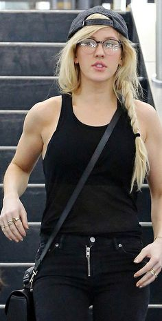 Ellie Goulding : love the boyish look and the toned arms <3