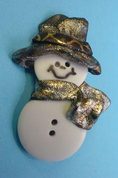 Button snowman pin