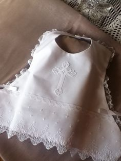 Vintage Baptism design Bib by TearsOfJoybyRuth on Etsy Baptism Outfit, Baptism Gown, Christening Outfit, Christening Gowns, Vintage Baptism, New Baby Dress, Dress Girl, Baby Embroidery, Baby Couture