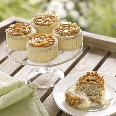 Engadine Japonaise (Box of Tempting nut meringue with almond buttercream and a Florentine topping. Tea Parties, Baking Ideas, Meringue, Almond, Picnic, Cheesecake, Muffin, Dinner, Coffee