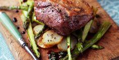 Asado de Rabadilla de cordero con patatas, espárragos y aderezo de menta  http://www.eblex.es/ver_recetas_sencillas.php?id_receta=169 #gastronomía #recetas