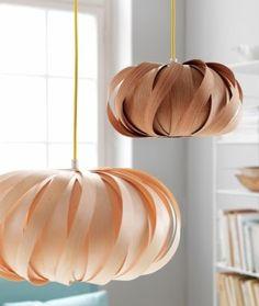 Ceiling pendants in wood veneer. Design: Casper Madsen for Flacodesign. Home Lighting, Lighting Design, Office Lighting, Diy Luz, Deco Luminaire, Slow Design, Turbulence Deco, Nordic Lights, Ideias Diy