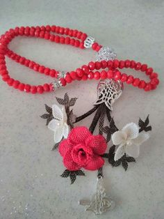 This Pin was discovered by Ser Needle Lace, Crochet Flowers, Crochet Necklace, Jewels, Crafts, Design, Antalya, Craft, Lace