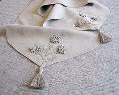 Light gray linen table runner decorated with stylized, handmade, flowering tree branch motifs in crochet and natural linen yarn tassels . Crochet Gifts, Crochet Baby, Handmade Table, Handmade Gifts, Crochet For Beginners, Natural Linen, Crochet Flowers, Linen Fabric, Table Runners
