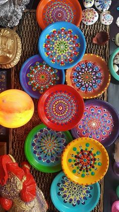 Diy Crafts - -Decorative Ceramic Mandala Plates by Mercadolibre ceramicpainting Decorative Ceramic Mandala Plates by Mercadolibre Home Crafts, Diy And Crafts, Arts And Crafts, Kids Crafts, Paper Crafts, Yard Art Crafts, India Crafts, Dot Art Painting, Mandala Painting