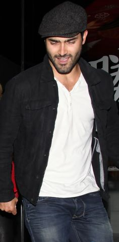 Tyler Hoechlin leaving restaurant    -      photo cut from just jared http://www.justjaredjr.com/photo-gallery/574726/brittany-snow-tyler-hoechlin-katsuya-couple-04/