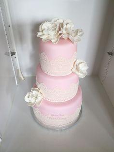 Svatební DORT s jedlou krajkou. Wedding Cakes, Lace, Desserts, Food, Wedding Gown Cakes, Tailgate Desserts, Deserts, Essen, Cake Wedding