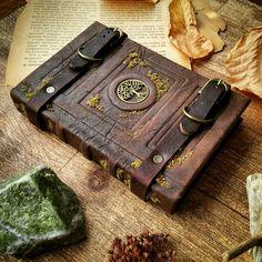 Grimoire de wiccan unique pentacle et pentagram par MilleCuirs                                                                                                                                                                                 Plus