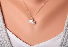 Intial necklaceWire wrapped Pearl NecklaceMonogram por tydesign, $23.00