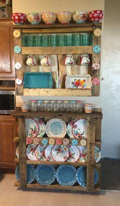 Chic Kitchen Farmhouse ideas for farmhouse kitchen dishes the pioneer woman The Pioneer Woman, Pioneer Woman Dishes, Pioneer Woman Kitchen, Pioneer Women, Kitchen Redo, Home Decor Kitchen, Country Kitchen, New Kitchen, Home Kitchens