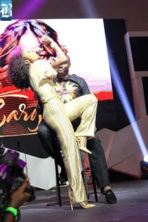 ACKCITY NEWS: Niyola Gives Fan Lap Dance At Eargasm Concert