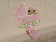 Coccarda per la nascita di una bimba realizzata a mano con feltro e tulle https://www.facebook.com/IL-Pensiero-Creazioni-Artigianali-308024965911130/?ref=bookmarks